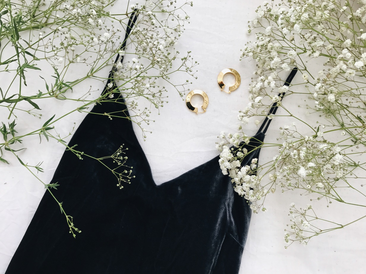 StolenInspiration.com | H&M Velvet Slip Dress, Topshop Gold Hoops | New Zealand Fashion Blogger